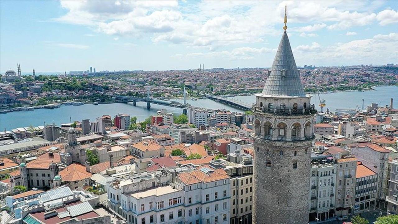 İstanbullular Galata Kulesi ve Gezi Parkı'nın devredilmesini istemiyor