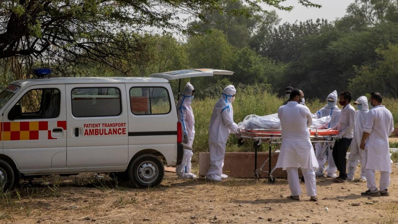 Hindistan Başbakanı'na korona tepkisi: İnsanlar cenazelere giderken siz miting düzenliyorsunuz