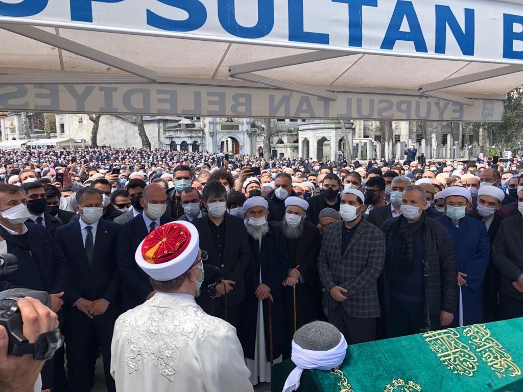 Koronadan ölen Hüsnü Bayramoğlu'nun cenazesine binlerce kişi katıldı - Sayfa 1