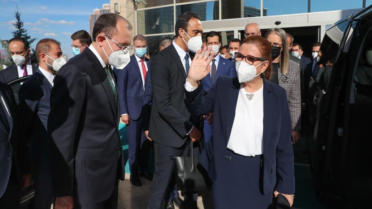 Ruhsar Pekcan, 100 liralık dezenfektanı bakanlığına 175 liraya satmış