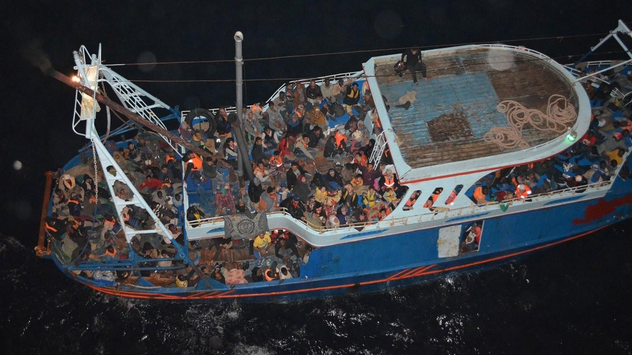 'Yunanistan 200 mülteciyi açık denizde susuz ve yemeksiz bıraktı'