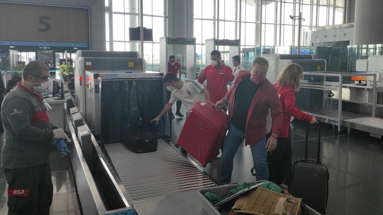İstanbul'dan kaçış: Havalimanı ve otogar yoğun
