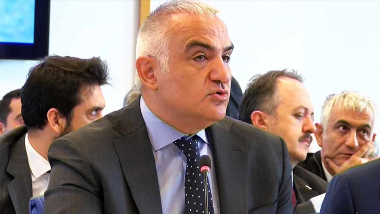 Bakan Ersoy: Turizm çalışanları mayıs sonuna kadar aşılanacak