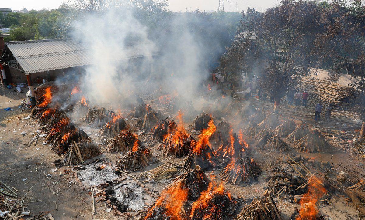 Hindistan'da vaka sayısı 18 milyona dayandı: Ölüler otoparklarda yakılıyor - Sayfa 4