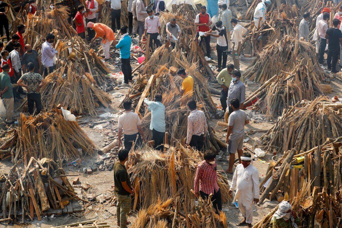 Hindistan'da vaka sayısı 18 milyona dayandı: Ölüler otoparklarda yakılıyor - Sayfa 2