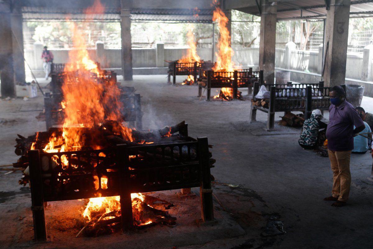 Hindistan'da vaka sayısı 18 milyona dayandı: Ölüler otoparklarda yakılıyor - Sayfa 3