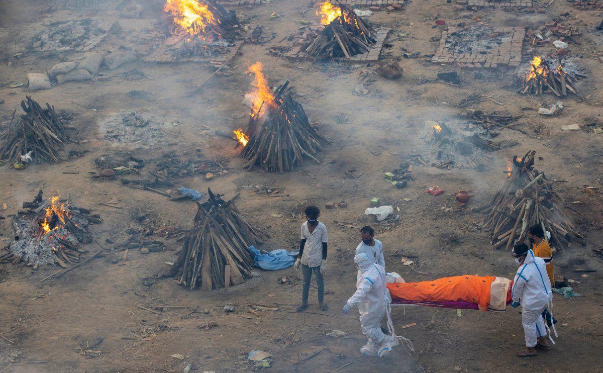 Hindistan'da vaka sayısı 18 milyona dayandı: Ölüler otoparklarda yakılıyor - Sayfa 1