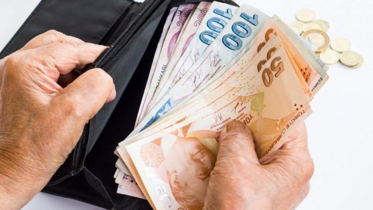 Metropoll araştırması: AK Parti'nin yüzde 61'i, MHP'nin yüzde 72'si bürokratlara birden fazla maaş verilmesine karşı