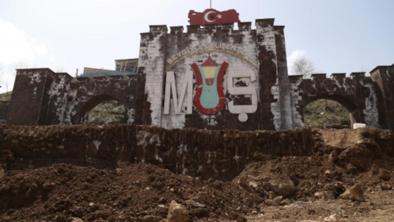 Muş'ta 1 milyona mal olan 'sur' toprak kaymasına yol açtı