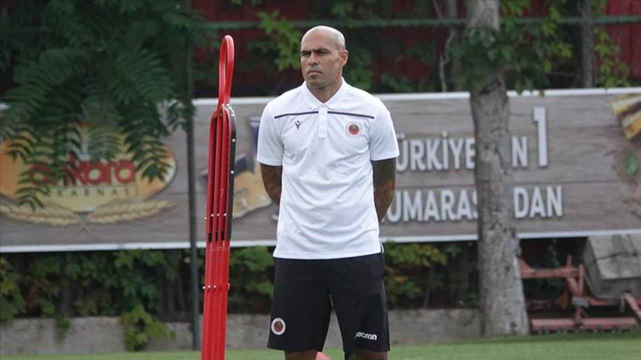 Mustafa Denizli'nin yardımcısı Mert Nobre oldu