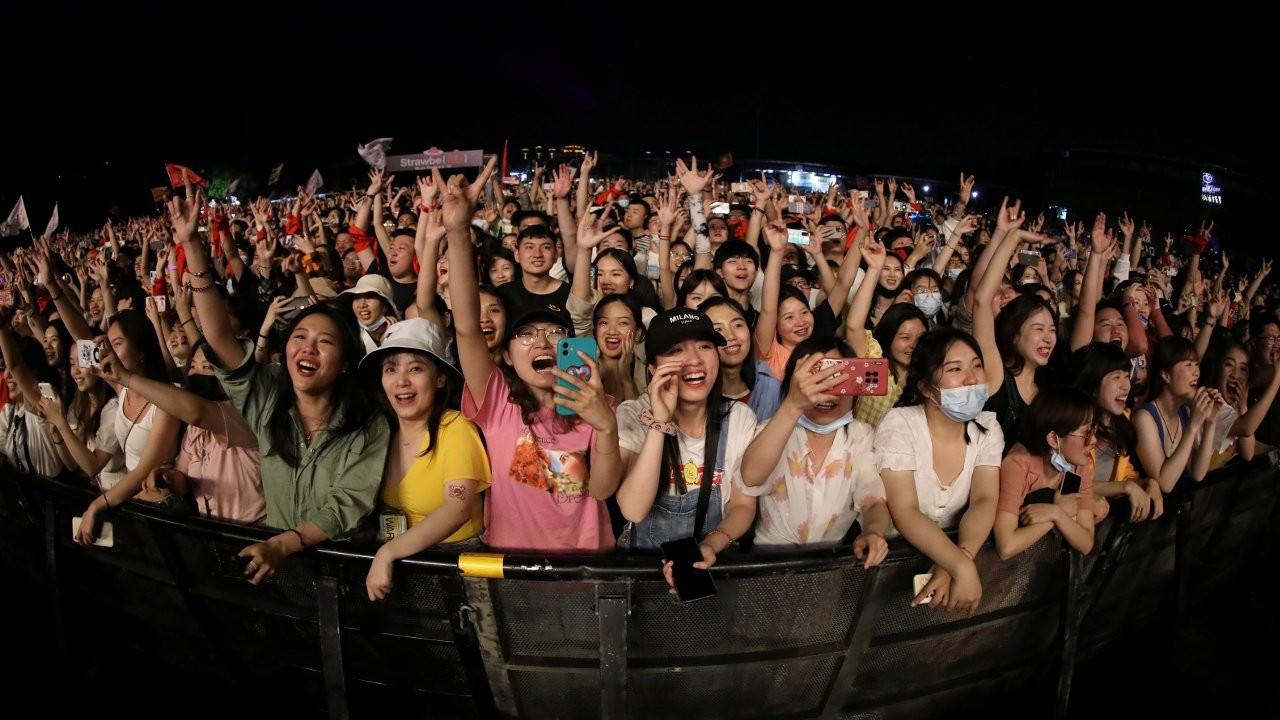 Çin'de 270.41 milyon doz aşı yapıldı, Wuhan'da gençler müzik festivalinde buluştu