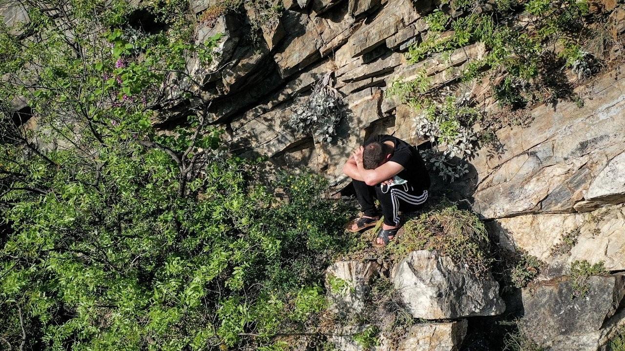 Ceza korkusuyla polisten kaçan kişi, kayalıklarda mahsur kaldı