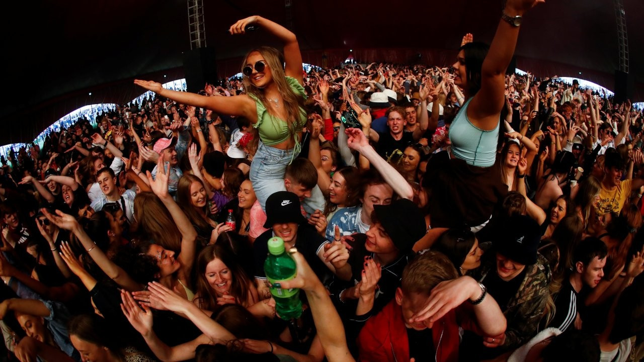 İngiltere'de 5 bin kişilik 'deneme' konseri
