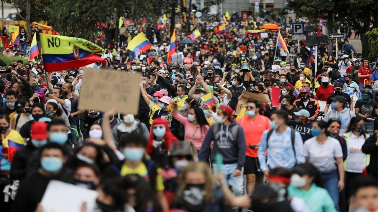 Kolombiya'da protestocuların zaferi: Hükümet, KDV artıran 'vergi reformu'nu geri çekti