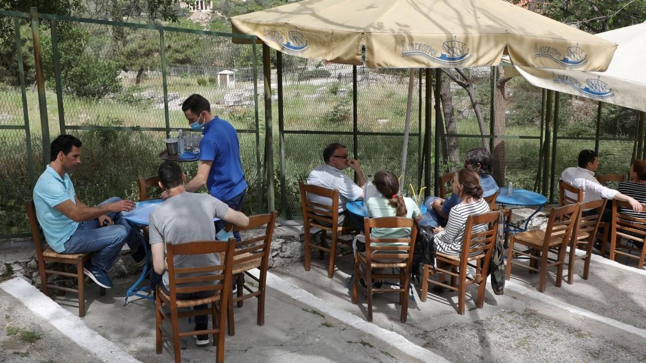 Yunanistan'da altı ay sonra kafe ve restoranlar açıldı