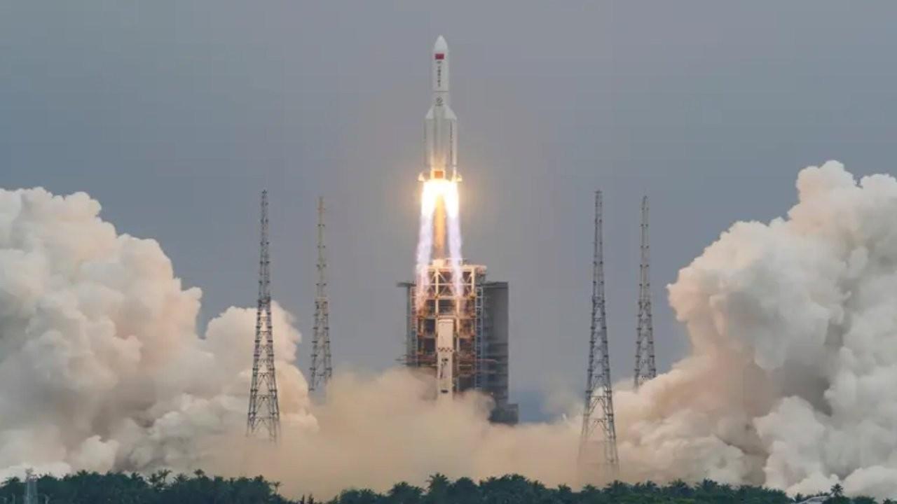 Çin'in uzaya yolladığı roketin parçaları Dünya'ya düşebilir