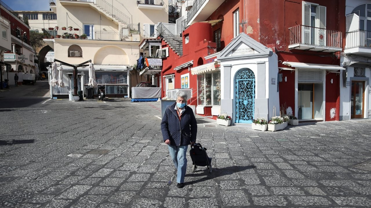 İtalya'da 'Covid'siz ada' projesi: Procida'nın yüzde 92'si aşılandı