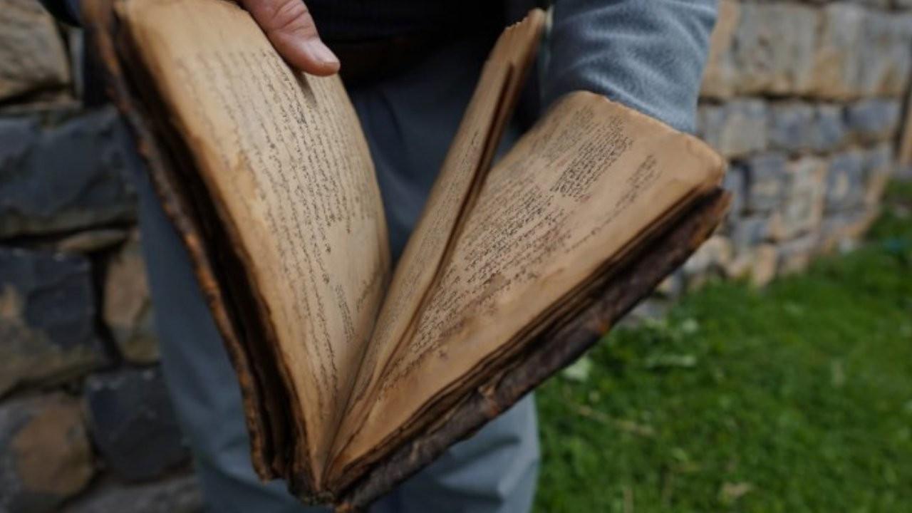Melayê Bateyî'nin orijinal el yazmalarını torunları koruyor