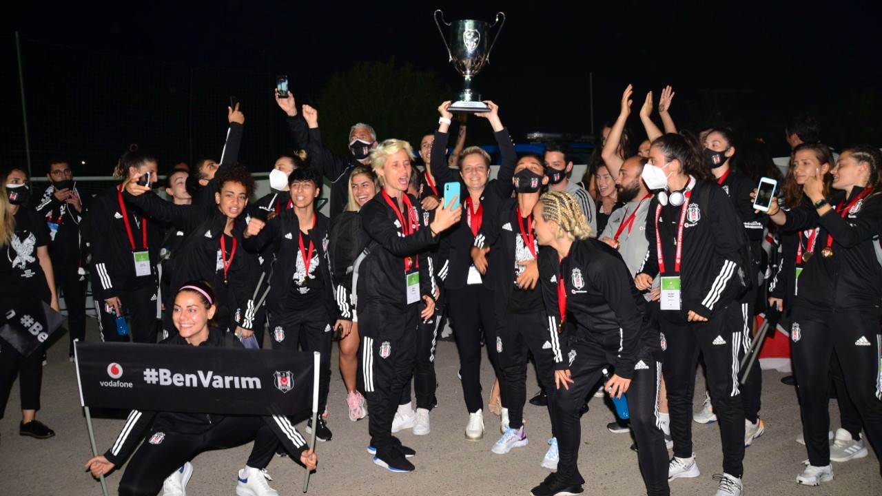 Kadın Futbol Ligi'nde Beşiktaş şampiyon oldu