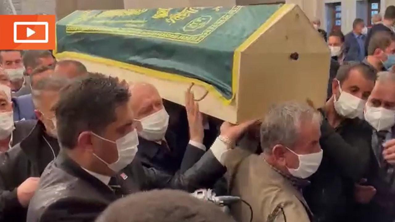 Kılıçdaroğlu'nun katıldığı cenaze töreninde kısıtlamaya aykırı görüntü