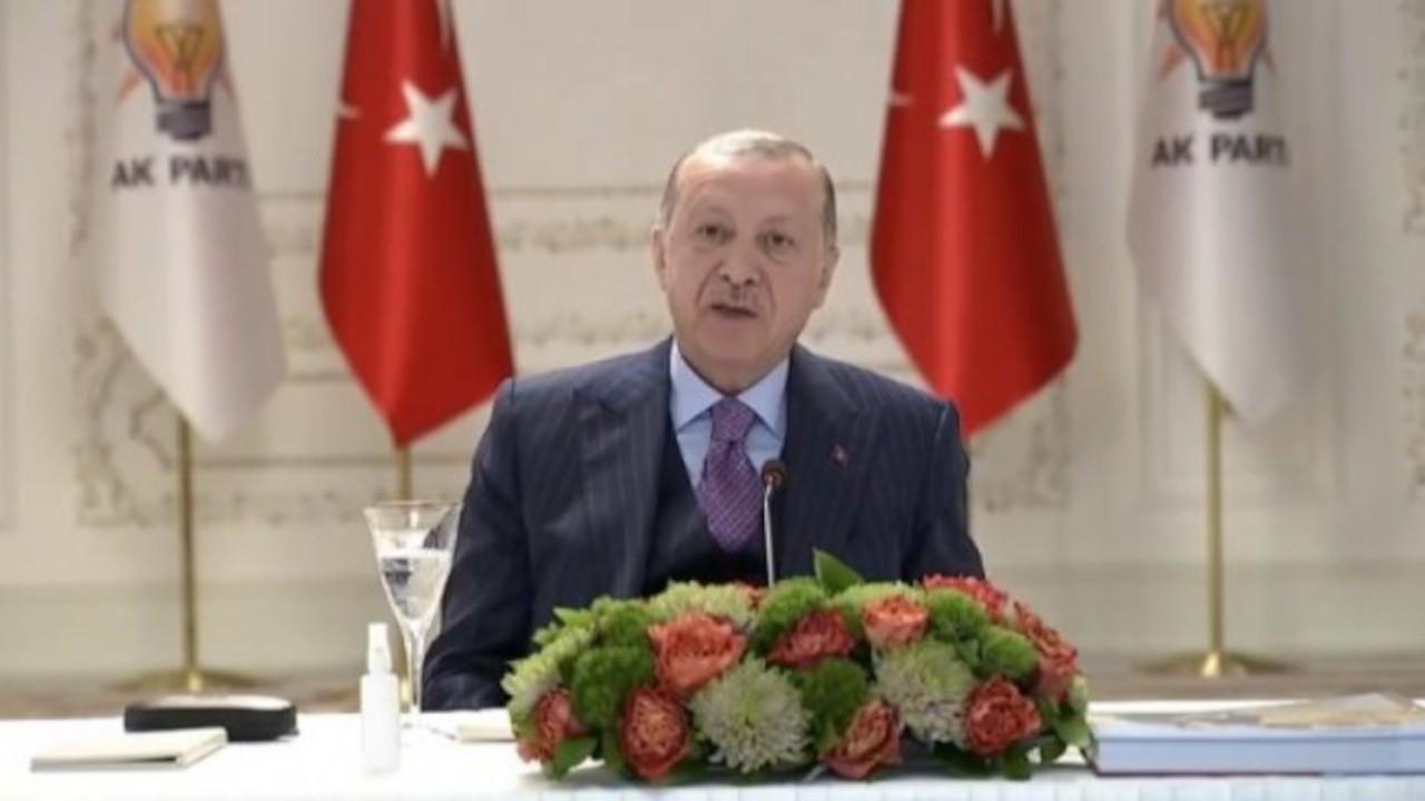 Erdoğan'ın önündeki su bardağı canlı yayın sırasında kaldırıldı