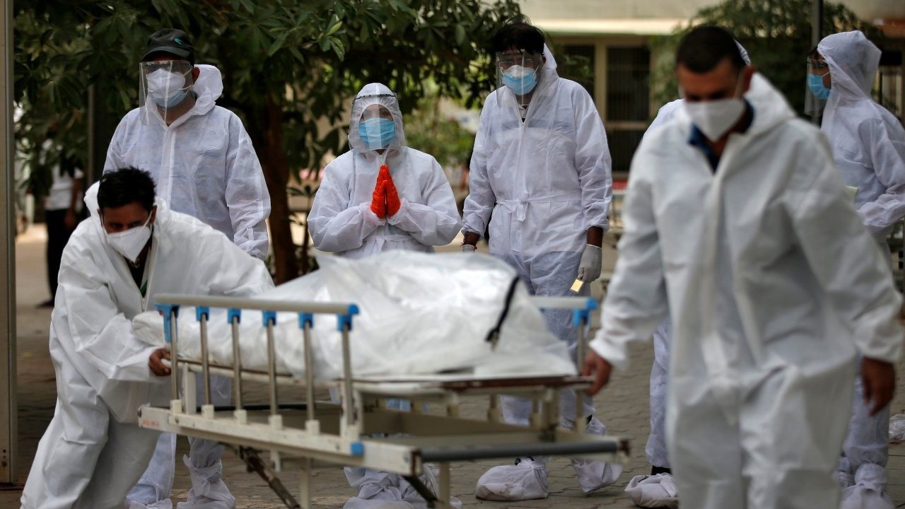 Hindistan'da 4 bin 187 kişi öldü: 'Doktor başına 40 bin insan düşüyor'