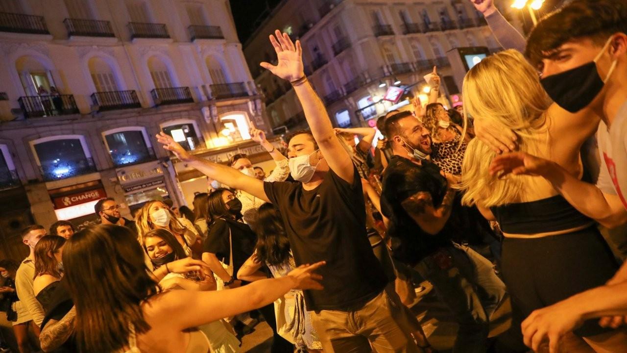 İspanya'da normalleşme sevinci: 'Özgürlük' partileri düzenlendi