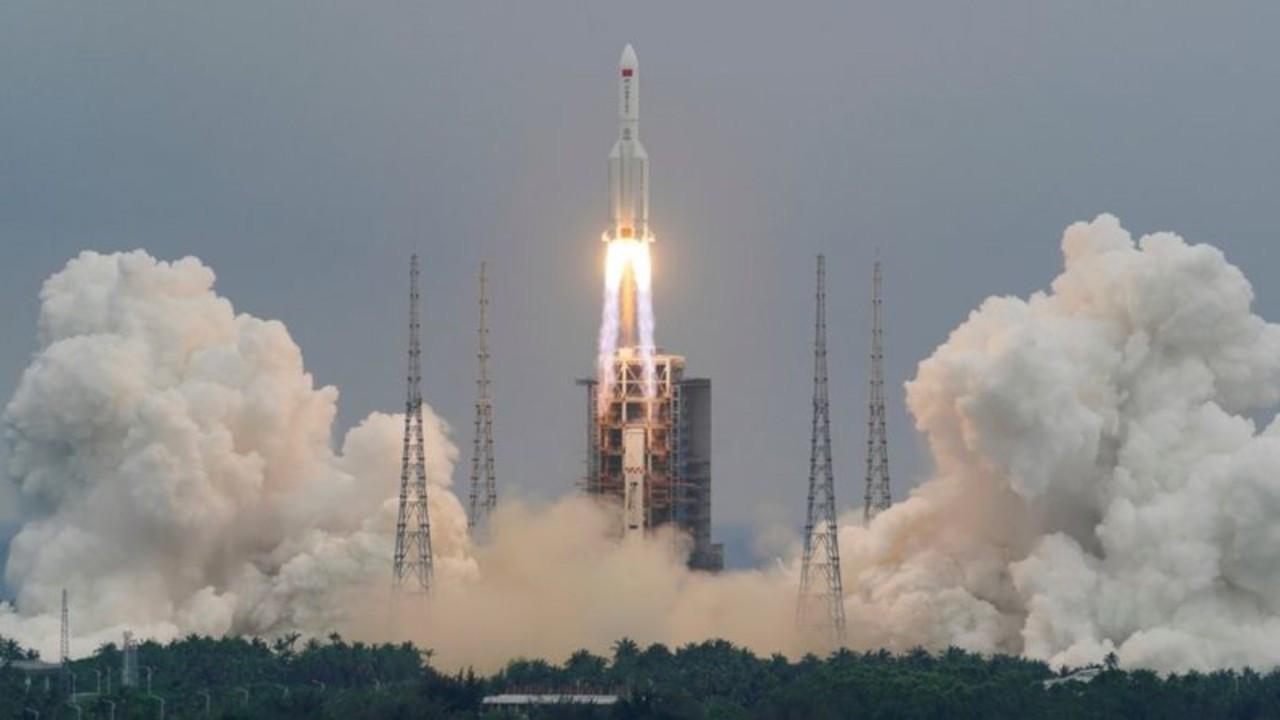 Çin'in uzaya gönderdiği roket hızla Dünya'ya ilerliyor