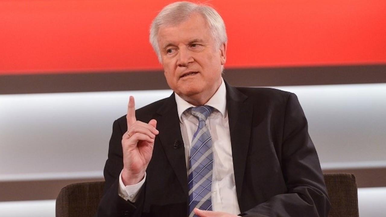 Almanya İçişleri Bakanı Seehofer, Covid-19'a yakalandı