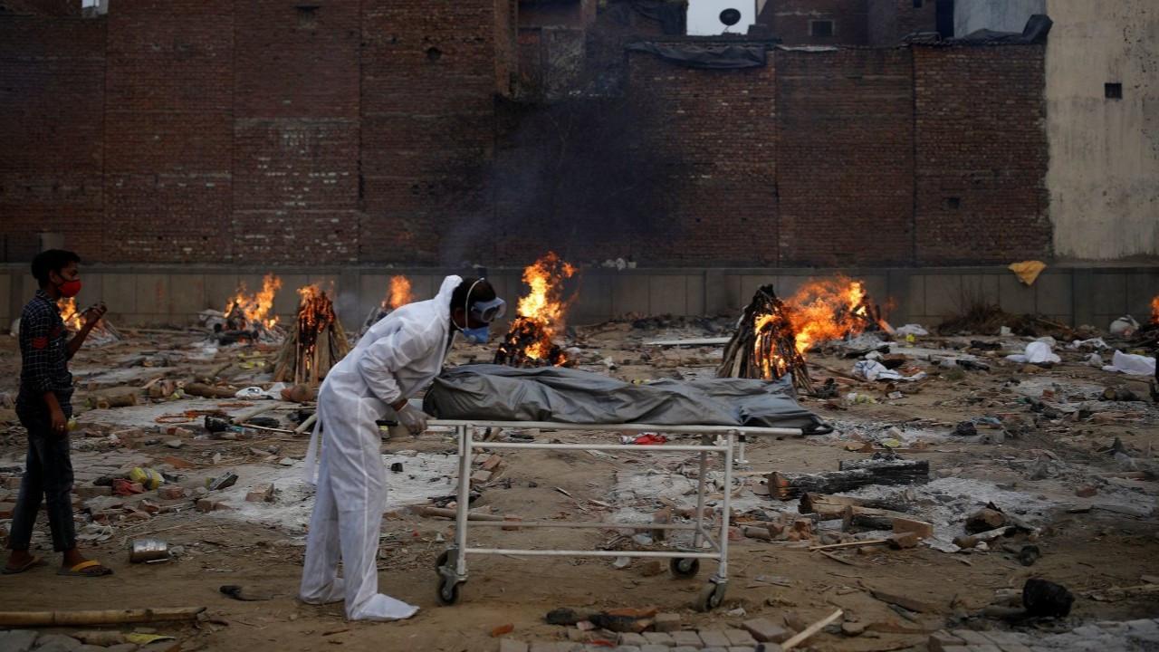 Hindistan'da seçimlerde görevlendirilen 2 bin memur Covid'den öldü