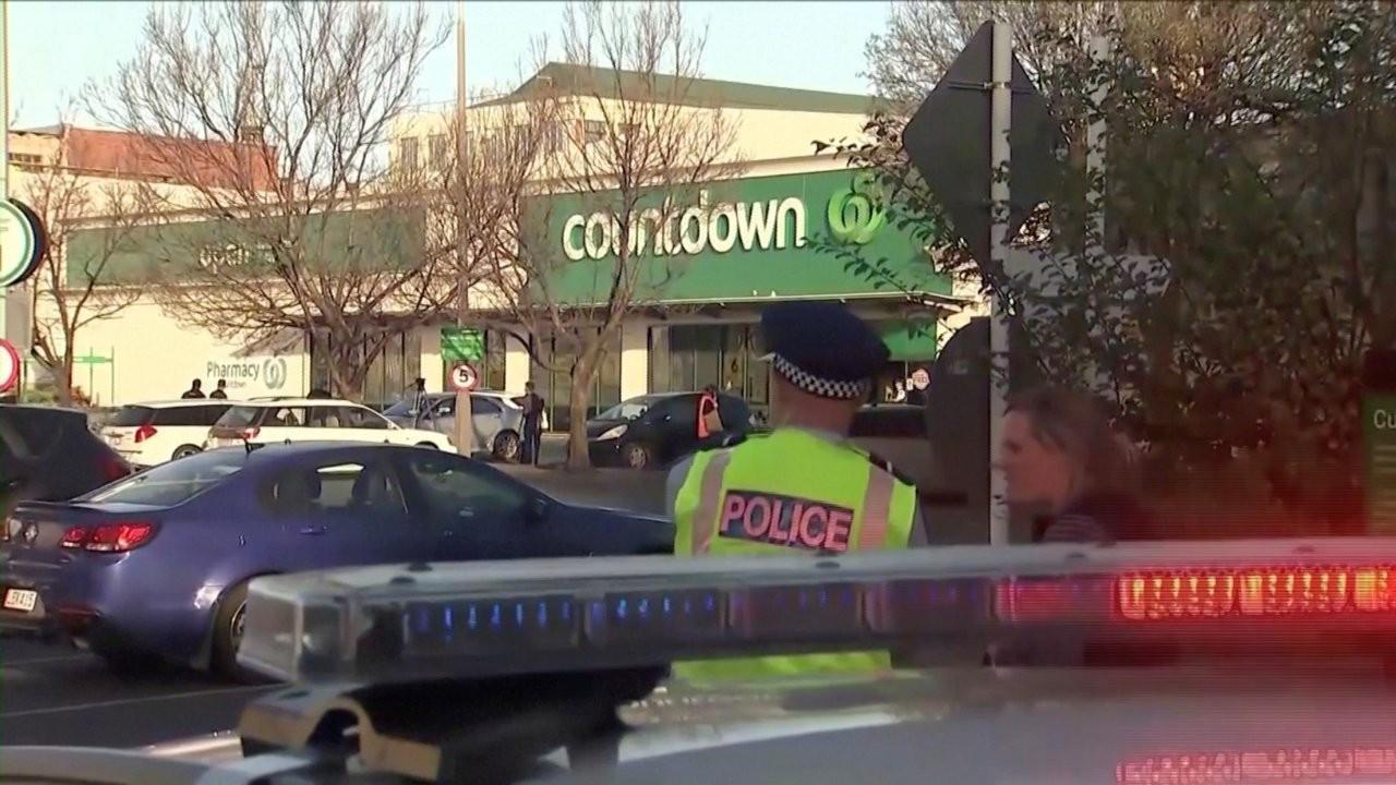 Yeni Zelanda'da bıçaklı saldırı: Saldırganı müşteriler yakaladı