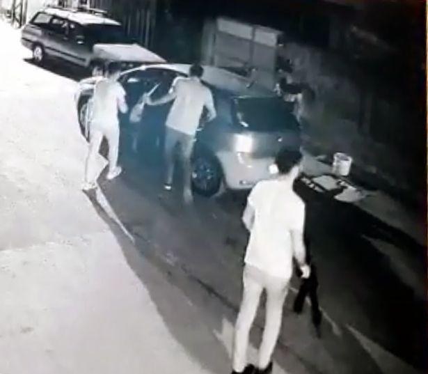 Adana'da 3 kadını yaralayan şüphelilerin saldırı anı görüntülendi - Sayfa 2