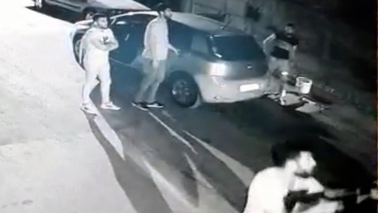 Adana'da 3 kadını yaralayan şüphelilerin saldırı anı görüntülendi
