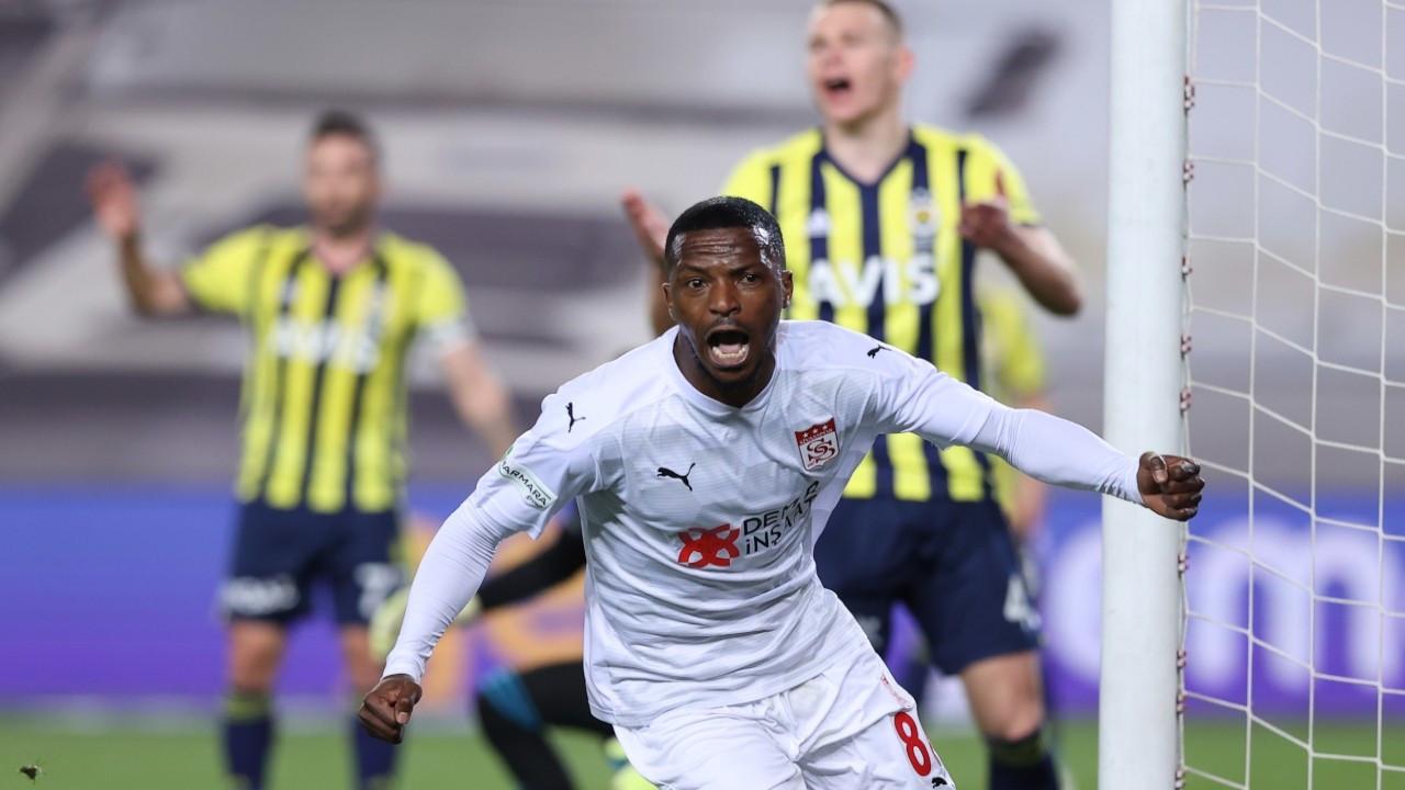 Fenerbahçe, Sivasspor'a mağlup oldu