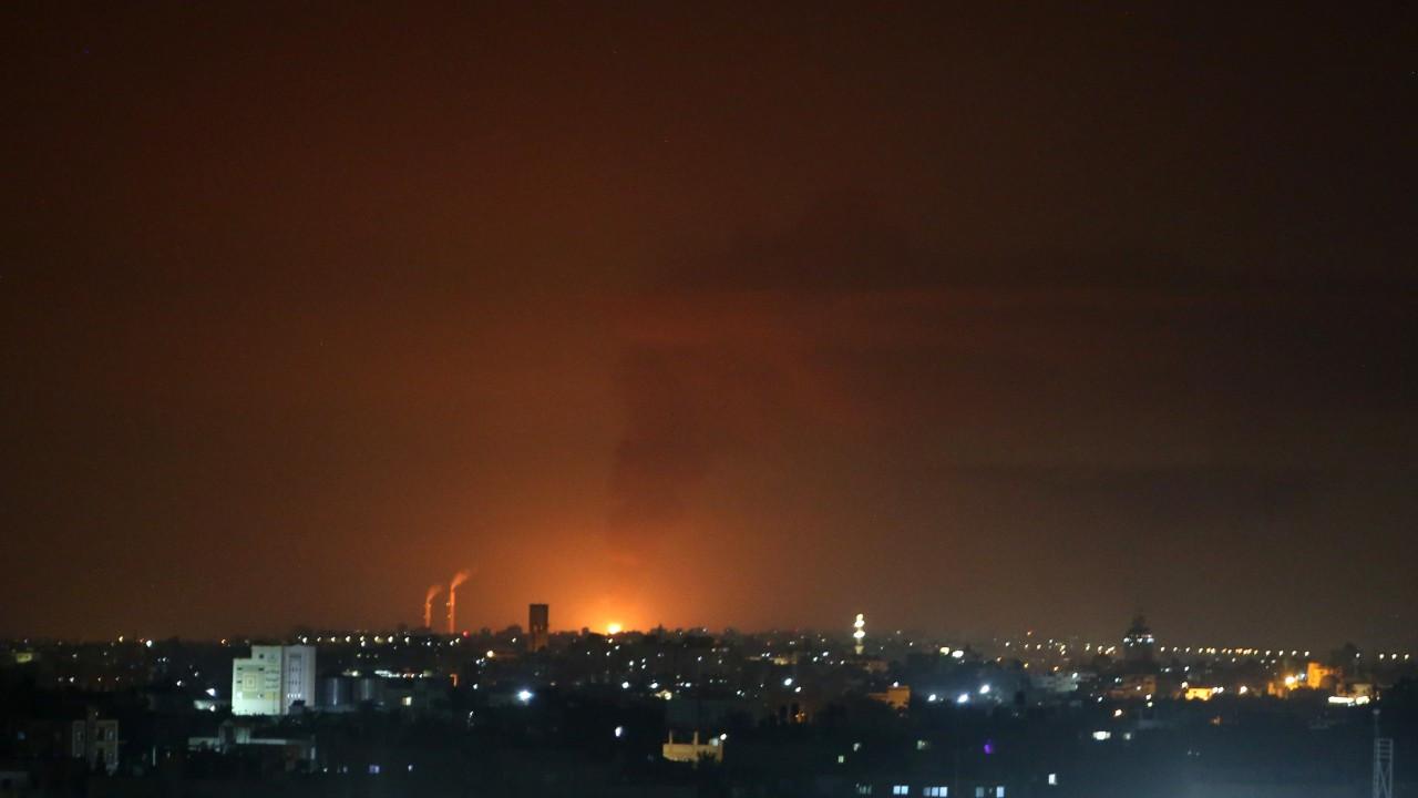 İsrail yine Gazze'yi vurdu, Hamas Tel Aviv'e 130 roket fırlattı