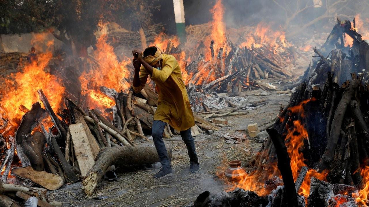 Hindistan'da bir günde 4 bin 205 kişi öldü: 'Burası cehennem gibi'