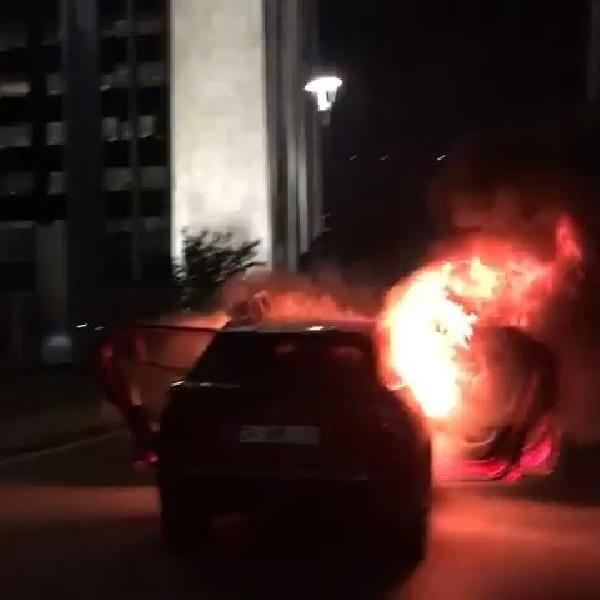 İsrail'i protesto için başkonsolosluk önünde otomobillerini yaktılar, evlerine metrobüsle döndüler - Sayfa 1