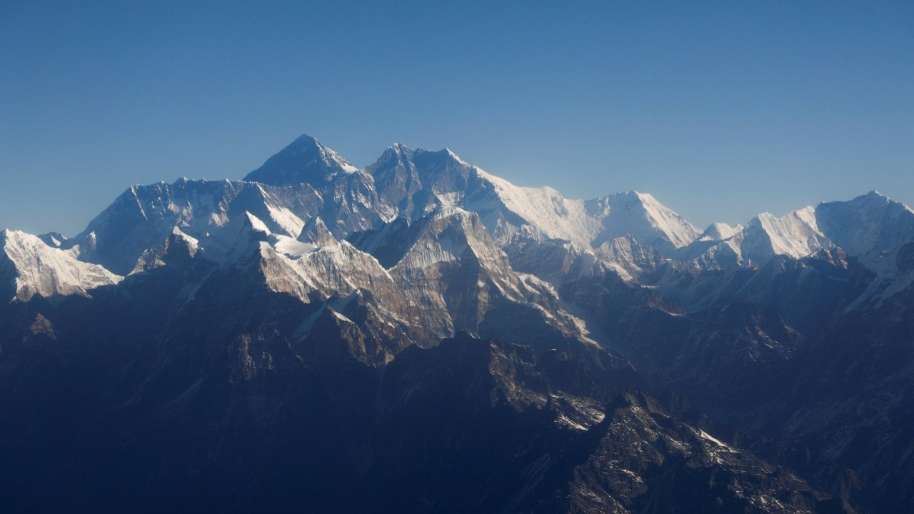 Çin hükümeti salgın nedeniyle Everest tırmanışlarını iptal etti