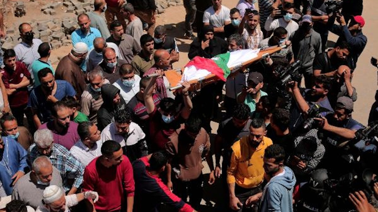 İsrail'in Gazze'ye saldırısında aynı aileden 10 kişi öldü
