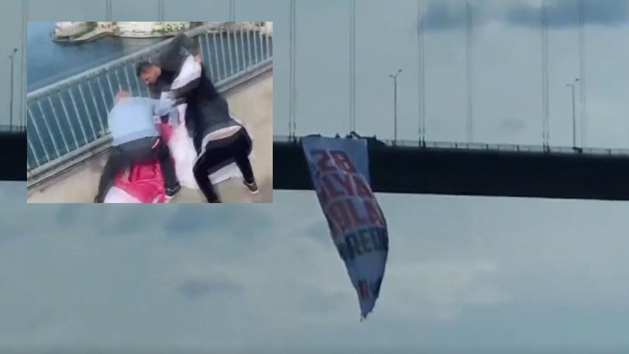CHP'li vekiller köprüye '128 milyar dolar nerede' pankartı astı