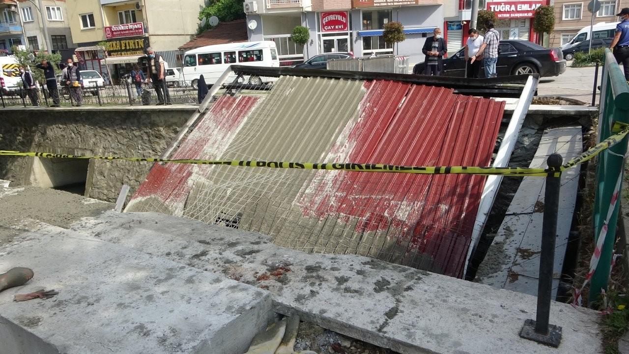 Anıt inşaatı çöktü: 3 işçi yaralandı