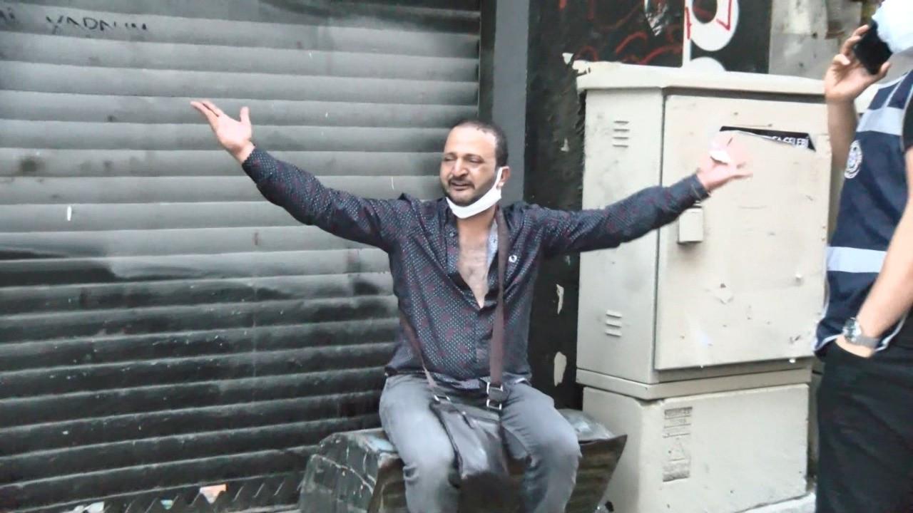 Taksim'de 'Polisiz' diyen iki kişi turistin 10 bin dolarını gasp etti