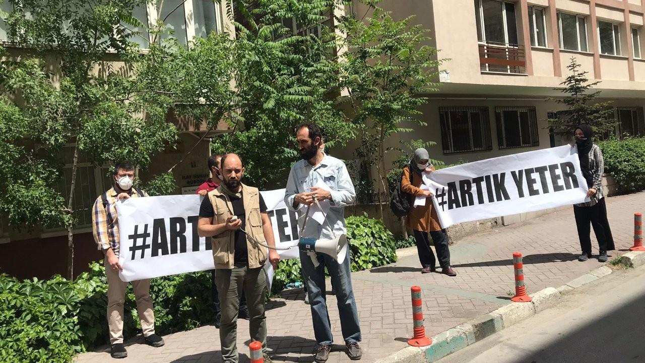 Ankara'da esnaf vergi levhalarını yaktı