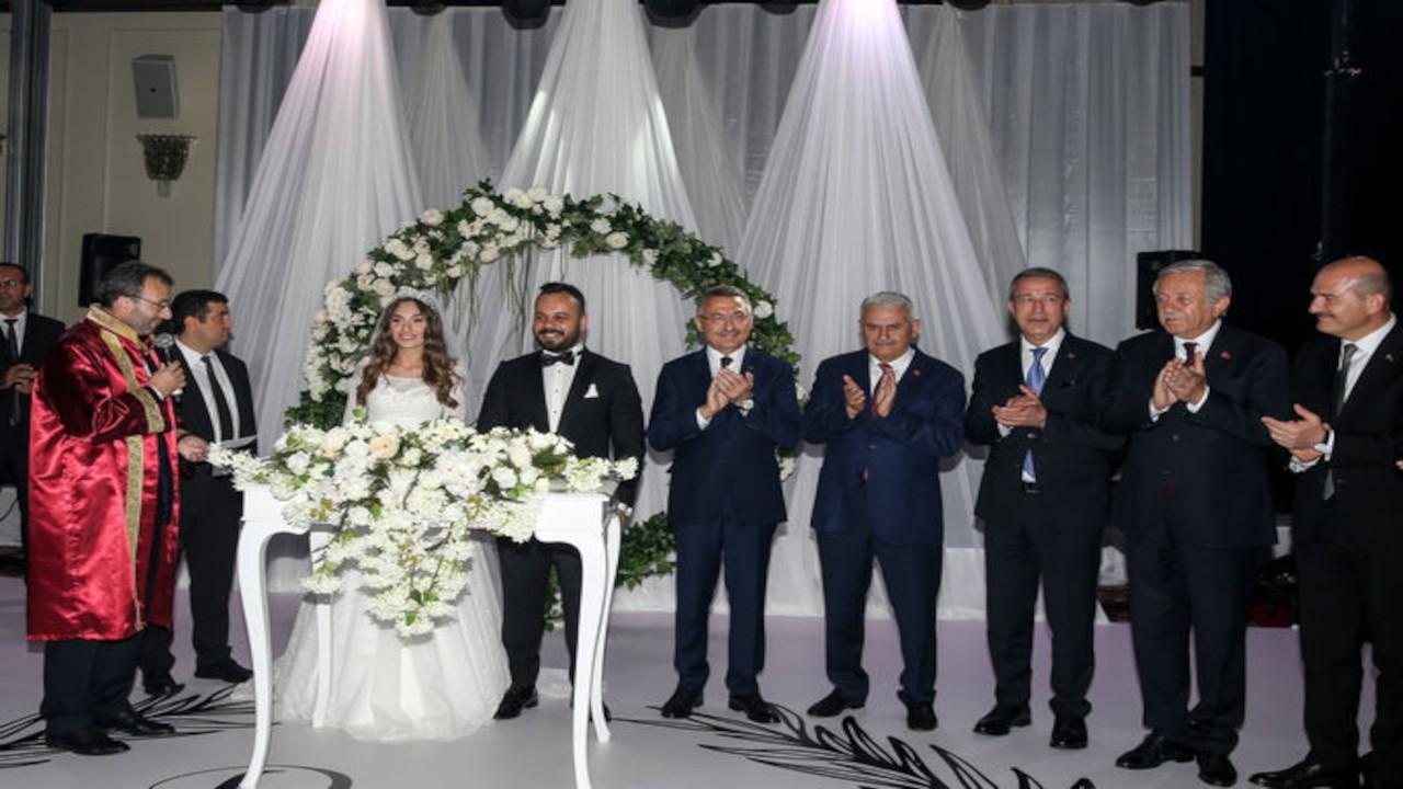 Devletin zirvesi, Hadi Özışık'ın düğün davetinde