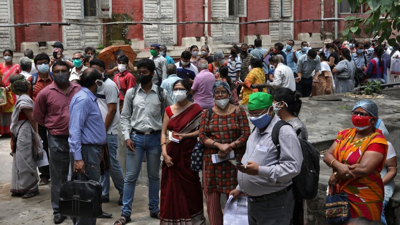 Hindistan'da 'kara mantar' endişesi: İlaç stokları tükeniyor