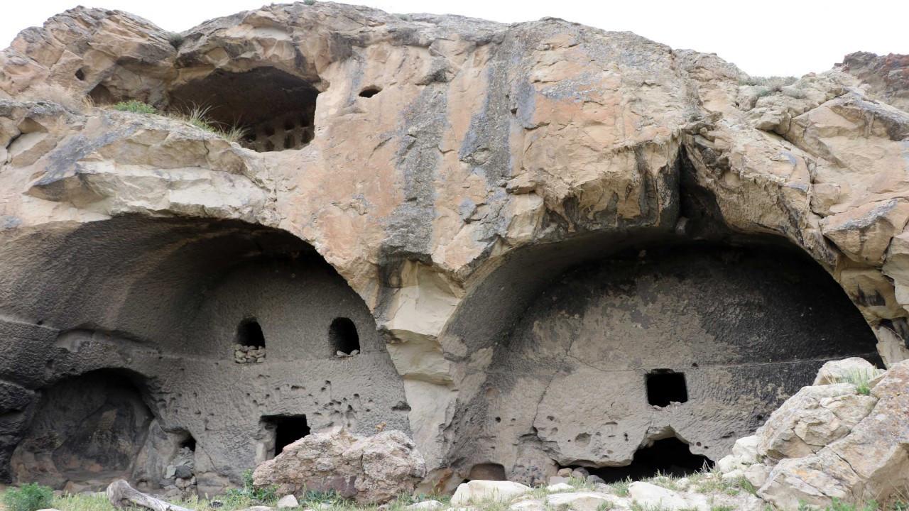 Defineciler Bizans karargahını yerle bir etti