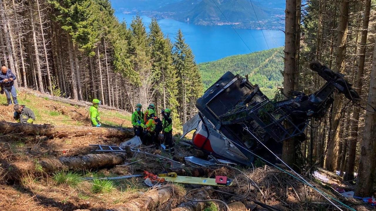 İtalya'da teleferik kabini düştü: 14 ölü