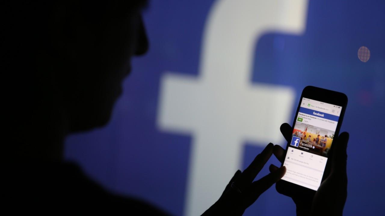 Aşı karşıtlığı: Facebook yüzlerce hesabı kapattı
