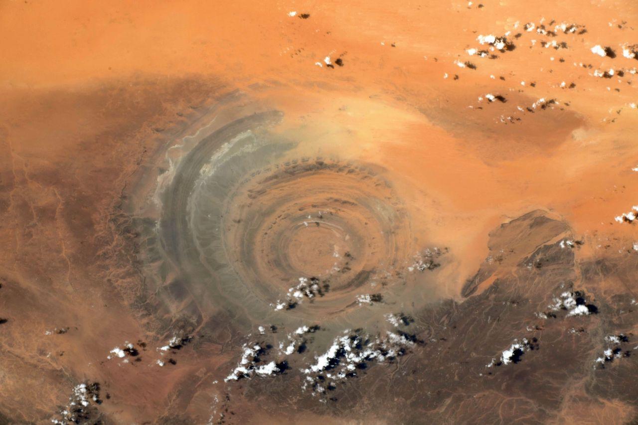 Uzaydan 'Sahra'nın Gözü' fotoğrafı - Sayfa 1