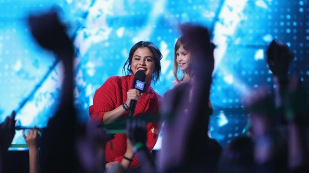 Selena Gomez ve Khalid Şampiyonlar Ligi finalinde sahnede